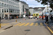 Blick vom Marktplatz in Richtung Bohl, wo es am Donnerstagnachmittag zum Zusammenstoss von Velofahrer und Fussgängern gekommen ist. (Bild: Stadtpolizei St.Gallen - 15. August 2019)