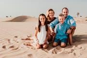 Asien, Naher Osten, Südafrika, Australien - und jetzt Andermatt im Kanton Uri: Raphael Krucker mit seiner Familie. (Bild: pd)