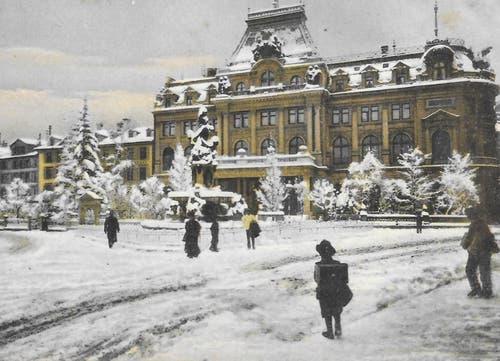 Ein ungewöhnliches Winterbild mit dem oft auf Ansichtskarten verewigten Broderbrunnen von 1896 sowie dem 1889 bis 1891 erstellten Gebäude der Schweizerischen Unionbank (heute UBS) und der Stickereibörse. (Bild: Sammlung Reto Voneschen)