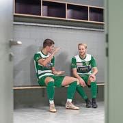 So hoch wollen sie am Freitag gewinnen: Die SCK-Spieler Jan Elvedi (links) und Marco Wiget. (Bild: Pius Amrein (Kriens, 26. September 2018))