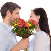 Die einen freuen sich über Valentinstagsgeschenke, für andere ist es ein Tag wie jeder andere. (Bild: Fotalia)