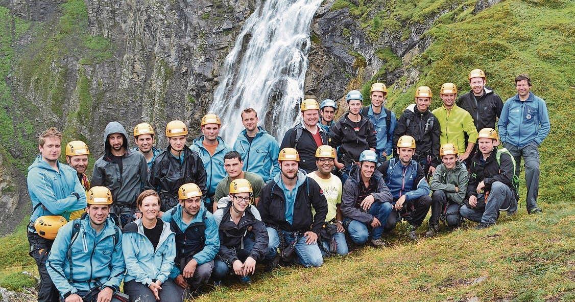 Klettersteig Engstligenalp : Klettern mit tiefblick auf der engstligenalp st galler tagblatt
