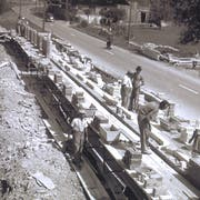 Mitarbeiter der Emil Peyer AG beim Bau einer Scheune auf einem Gutsbetrieb in Alberswil im Jahr 1957. (Bild: Emil Peyer AG)