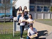 Das Schülerteam hinter dem Miniunternehmen Hierba's. (Bild: PD)