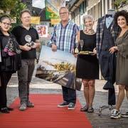 Die Initianten der Altstadt-Modeschau: Hilde Market (Hilde Market Schuh- und Hutmode AG), Roger Winiger (Foto Winiger GmbH), Richard Ziegler, Brigitte Bianchi (Restaurant La Trouvaille) und Karin Pitta (Numero 1 AG). (Bild: Reto Martin)