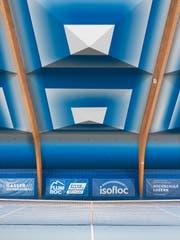 So könnte eine mit der textilen Dämmung sanierte Tennishalle in Zukunft aussehen. (Visualisierung: HSLU)