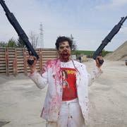 Horrorfan Philipp Eugster aka Don Philippo spielt im Horrorfilm «Nutshot» einen Zombie. (Bild: PD)