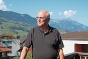 Der neue Gemeinderat Werner Nolte auf seinem Balkon. (Bild: Marion Wannemacher (Sachseln, 20. September 2018))