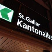 Die St.Galler Kantonalbank muss sich der andauernden Tiefzinslage stellen.