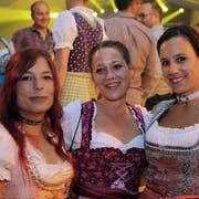 Sie kommen für das Oktoberfest von weither: Jessica Schwank, Nadine Huser und Cristina Roth.(Bild: Chris Marty/frauenfeld-events.ch)