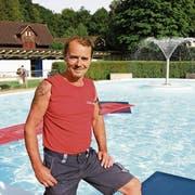 Die reiche Erfahrung, die Hans Salzmann gesammelt hat, kommt ihm in seiner täglichen Arbeit als Badmeister zugute. (Bild: Philipp Stutz)