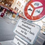 Das Fahrverbot im vorderen Teil der Schützenstrasse gehört bald der Vergangenheit an. (Bild: Andrea Stalder - 16. Oktober 2018)