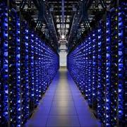 Blick in ein Rechenzenter von Google im amerikanischen Douglas County. (Bild: EPA)