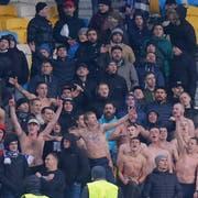 Das sind alle Fans von Dynamo Kiew, die am Donnerstagabend für das Europa-League-Spiel gegen den FC Lugano, in den Kybunpark angereist sind. 97 Fans an der Zahl. (Bild: Claudio Thoma/freshfocus)