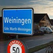 Ortschaftstafel von Weiningen, Gemeinde Warth-Weiningen. (Bild: Nana do Carmo)