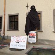Die Juso und die Jungen Grünen St.Gallen haben die Statue des Heiligen Otmar verhüllt. (Quelle: Juso St. Gallen)