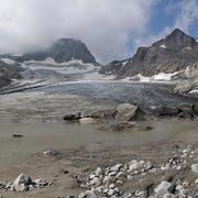 Innerhalb von drei Jahren hat der Witenwasserengletscher oberhalb des Furkapasses viel Eis verloren. (Bild: Simon Oberli, 1. August 2017)