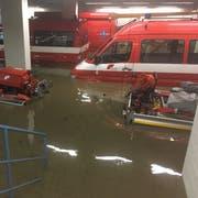Das Untergeschoss des Feuerwehrdepots an der Marktstrasse steht unter Wasser. (Bilder: PD, 8.Juni 2018)
