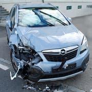 Das Auto ist nach dem Zusammenstoss zerstört. (Bild: Luzerner Polizei)