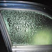 Nachdem zwei Autofahrer ihre Scheibe ungenügend von Eis befreiten, müssen sie sich nun vor der Staatsanwaltschaft verantworten. (Bild: PD/Luzerner Polizei)