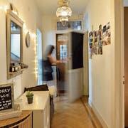 Blick in eine von mehreren hundert Luzerner Wohnungen, deren Mieterin ihr Zuhause über Airbnb anbietet. (Bild: Nadia Schärli, 28. August 2016)