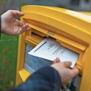 Die meisten Wähler stimmen per Post ab. (Bild: Gaëtan Bally/Keystone)
