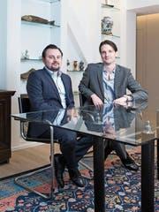 Felix Beck (links) und Jens Linsi in den neu renovierten Büros der Krieger & Linsi AG im Luzerner Hotel Monopol. Nach fünf Jahren übergibt Linsi die Geschäftsleitung an Beck. (Bild: Manuela Jans-Koch, 1. März 2019)