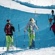 Aktivitäten wie Schneeschuhlaufen – hier am Titlis – werden immer beliebter. (Archivbild: Roger Grütter)