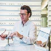 Optiker René Unternährer in seinem Geschäft am Hirschengraben. (Bild: Nadia Schärli, Luzern, 26. September 2017)