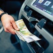 Sparkontobezüge werden auch bei der LUKB teurer. (Bild: Philipp Schmidli (Luzern, 27. Januar 2016)