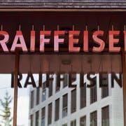 Der Raiffeisen-Hauptsitz in St.Gallen. Bild: Gaëtan Bally/Keystone St.Gallen, 5. Juni 2018)