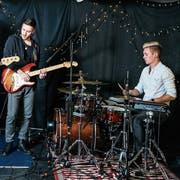 Seit bald sechs Jahren spielen Jovin Langenegger, Dennis Koch und Simeon Wälti in der Band The Rising Lights. (Bilder: Mareycke Frehner)