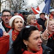 Tausende nahmen am Sonntag in Paris am «republikanischen Umzug für die Freiheit» teil. (Rafael Yaghobzadeh/AP)