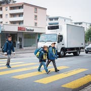 Der Schulweg vieler Wittenbacher Kinder führt über die viel befahrene St.Gallerstrasse. (Bild: Ralph Ribi)