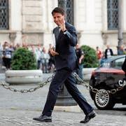 Giuseppe Conte bei seiner Ankunft vor dem Quirinalspalast in Rom am Mittwoch. (Bild: Remo Casilli/Reuters)