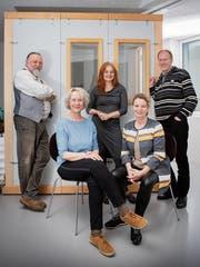 Sie lesen Hörbücher für Blinde ein: Raphael Burri, Heinke Hartmann, Michela Gösken, Marianne Weber und Bodo Krumwiede (von links) vor der Sprecherkabine. (Bild: Urs Bucher (Kreuzlingen, 10.April 2019))
