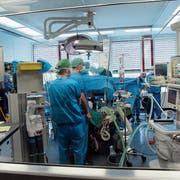 Patienten sollen standardmässig mit einer Aufstellung der im Spital erbrachten Leistungen bedient werden. (Symbolbild: Eddy Risch/Keystone)