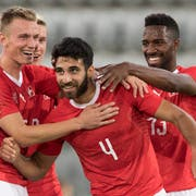 Wird gefeiert: U21-Nationalcaptain Eray Cömert (Mitte, Nummer 4) in der letzten EM-Qualifikation gegen Liechtenstein. (Bild: Peter Schneider/Keystone (Biel, 11. September 2018))