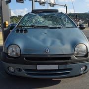Das beschädigte Auto beim Seetalplatz. (Bild: Luzerner Polizei (Emmenbrücke, 4. September 2018))