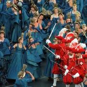 Die letzte «Fête des Vignerons» fand 1999 statt – mit «Les cent Suisses», die auch in St.Gallen auftreten werden. (Bild: Patrick Aviolat/Keystone)