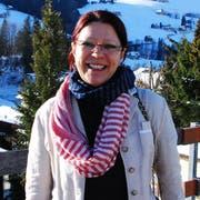 Die gebürtige Kroatin Jela Schmid. Im Hintergrund sind die Churfirsten zu sehen. (Bild: Flurina Lüchinger)