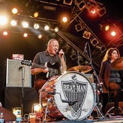 Reverend Beat Man & The New Wave lassen es am B-Sides Festival krachen. (Bilder: Philipp Schmidli, 16. Juni 2018)