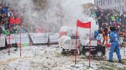Ein Thurbo, der im Toggenburg gerne mal an Bahnschranken halten muss, und ein vermeintlich sauberer Diesel – Nur zwei der Sujets, die am diesjährigen Kinderwagenrennen aufgenommen wurden. (Bild. Sascha Erni)