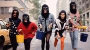 Die Künstlerinnen der Guerilla Girls kämpfen schon lange für Gleichberechtigung in der Kunst. (Bild: Tate Films)