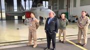 US-Botschafter Ed McMullen machte Ende April am Militärflugplatz in Payerne seine Aufwartung. (Bild: Facebook)