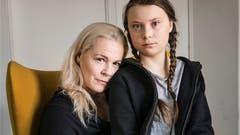 Ihre erste Krise war nur familienintern, ihre zweite Krise betrifft die ganze Erde: Greta Thunberg mit ihrer Mutter Malena Ernman. (Bild: KEYSTONE)