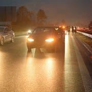 Es knallte am Mittwochmorgen im dichten Verkehr auf der A2. (Bild: Luzerner Polizei)