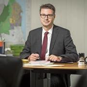 Stadtpräsident Roger Martin in seinem Büro, wo er Bilanz über die ersten Monate im Amt zieht. (Bild: Reto Martin)