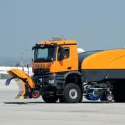 Räumfahrzeug am Flughafen aus dem Hause Aebi Schmidt. (Bild: PD)
