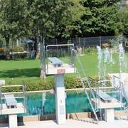 Die Badi Wattwil verzeichnete eine gute Saison. Hinter der Baumreihe befindet sich die Minigolf-Anlage. (Bild: Martin Knoepfel)